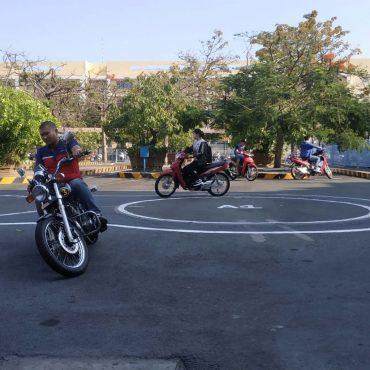 Tập Chạy xe mô tô A2